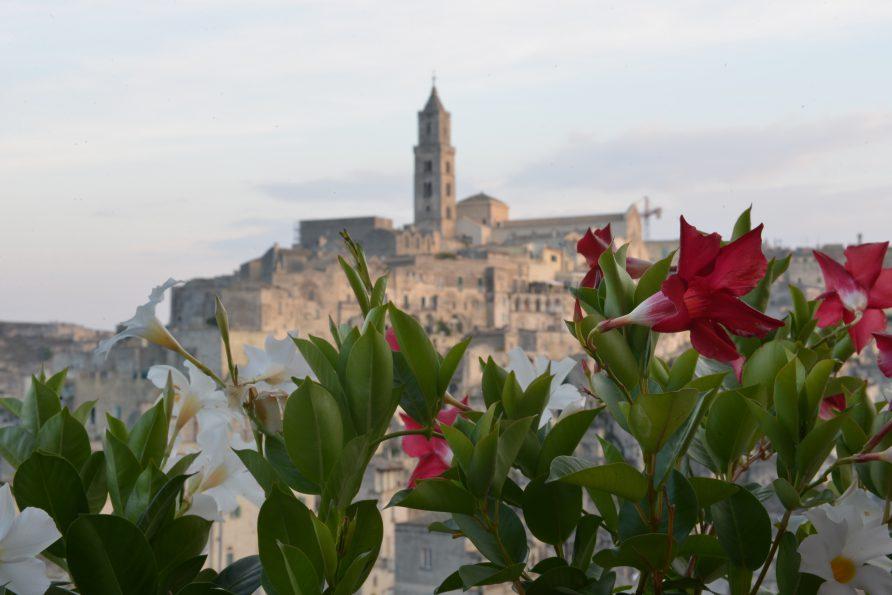 Sassi di Matera and Flowers l'Affaccio dell'Abate Holiday Home